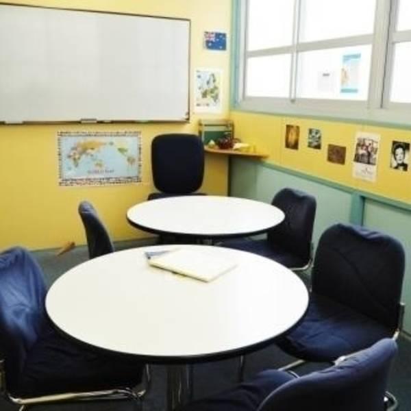 神戸・三宮 英会話学校内のスペース レッスンやチュータリング用 Room2