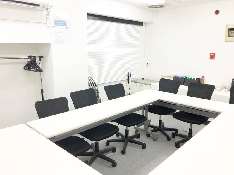 新宿 西新宿 駅近 格安 12人までの少人数で会議、ミーティング、レッスン、オフ会など最適なスペースです 無線LAN ホワイトボード完備