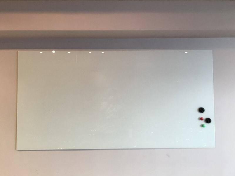 ★冷蔵庫と別室あり★【池袋駅徒歩4分】広い!綺麗!!17名収容可能!!(プロジェクター/マイク/ホワイトボード/冷蔵庫/更衣室。ご希望があれば最大20名も対応可能です!)広々使えるレンタルスペース!!