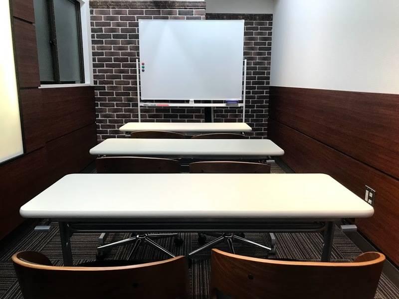 RAKUNA 上野MR1【上野駅徒歩1分】最適8名☆シンプルで高級感のあるゆったりとした広さのスペース、会議や打合せの利用に最適!ホワイトボード追加★