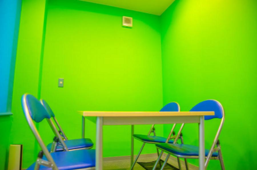 【平日500円/1時間 固定】池袋C2出口 徒歩2分 小会議室(4F) wifi付き