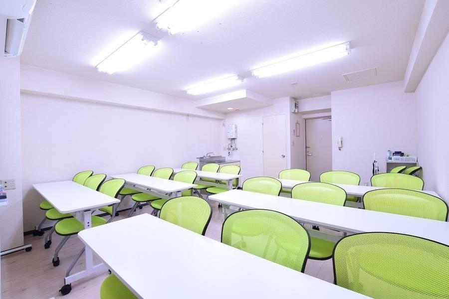 【札幌 大通駅にNew Open】札幌 大通駅から徒歩3分の好立地。窓からは大通公園も見えて『気分爽快』!完全個室で非常に奇麗な会議室です。Wifi・プロジェクター等全て無料でご使用いただけます!