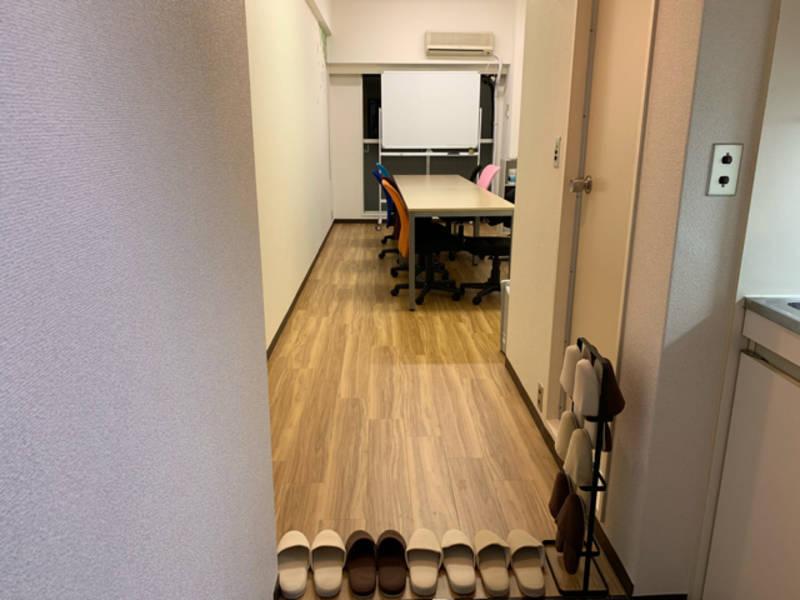 【新規登録!!】【学生女性社会人歓迎!!】【高田馬場駅 3分】全てが新品のため明るく清潔感のある綺麗な内装!!完全個室の最大8名スペース^^ 窮屈感はありません!!