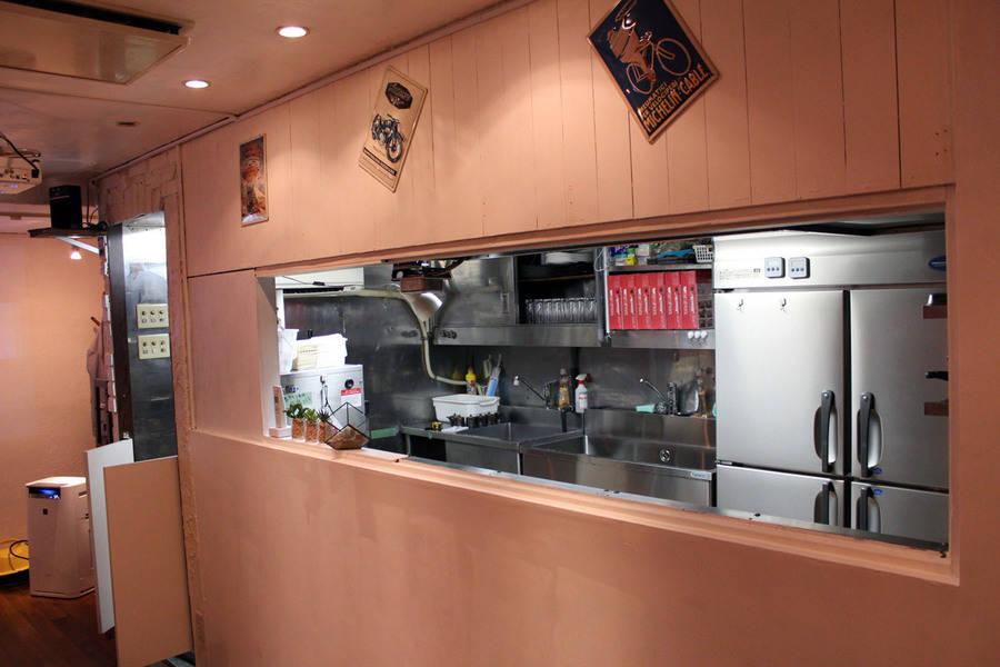 【渋谷駅6分】ソファーでくつろげる!キッチン・プロジェクター・ミニステージを備えたレンタル・スペース