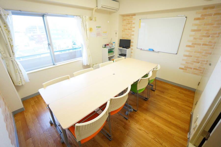 <フェアリー会議室>吉祥寺駅から2分☆打ち合わせ・勉強会・セミナーなどにぴったりな個室スペースです
