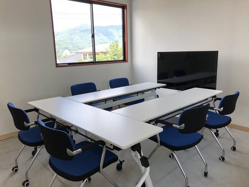 【富士山駅から徒歩5分】富士山の麓にあるコワーキングスペース anyplace.work 富士吉田「ミーティングルーム プラン」