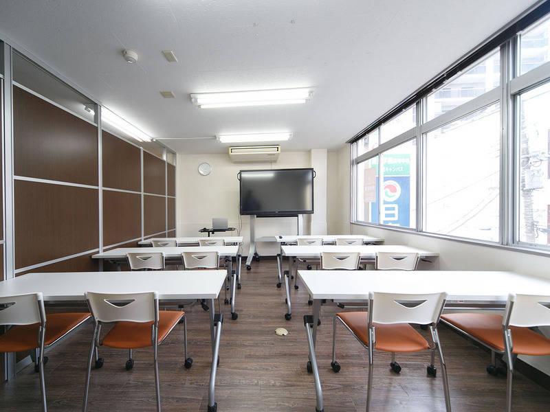 【総武線「西千葉」駅徒歩2分!】コワーキングスペースが運営する貸会議室 60インチのタッチパネル型大型ディスプレイを導入 セミナーや研修、打合せに最適です【1時間1,500円!(税別)】