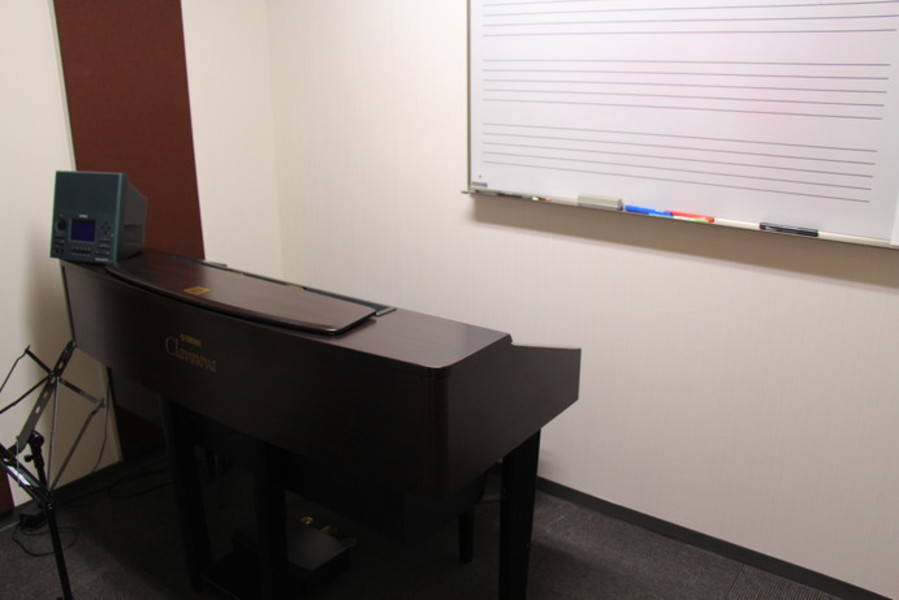 【新橋駅すぐ/防音】電子ピアノとシンプルな部屋【ヤマハの音楽室・銀座アネックス S1】