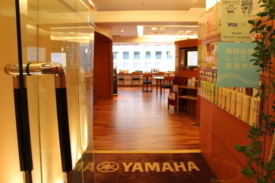 【新橋駅すぐ/防音】アップライトピアノと電子ピアノの部屋【ヤマハの音楽室・銀座アネックス M2】の写真