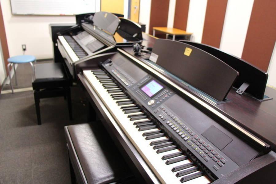 【新橋駅すぐ/防音】アップライトピアノと電子ピアノの部屋【ヤマハの音楽室・銀座アネックス M2】