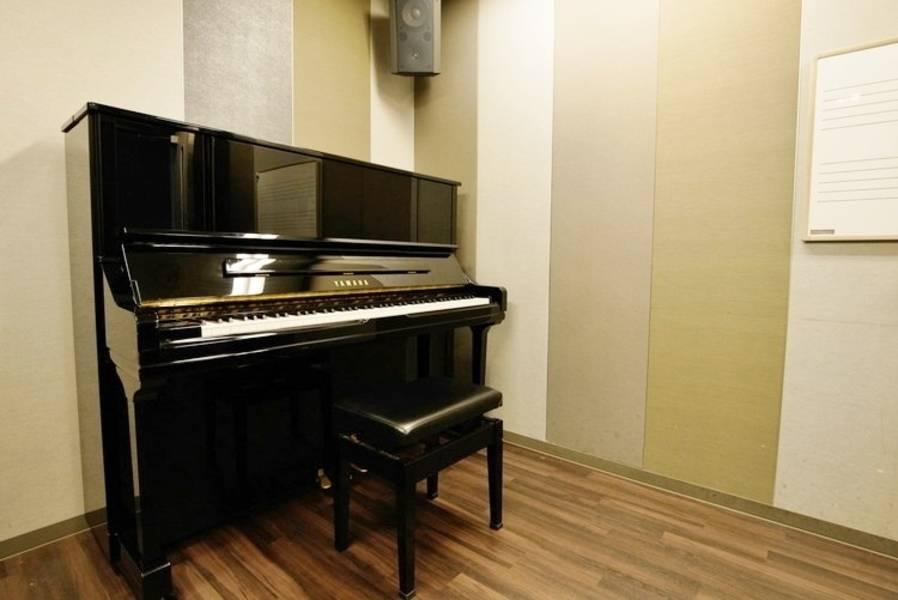 【渋谷駅徒歩7分】ヤマハの音楽練習室 ROOM2 ―昼休みやお仕事終わりに、ピアノで気分転換しませんか?