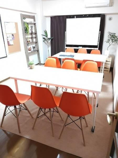 ちょっぴりおしゃれな大人の隠れ家スペース!名古屋金山【快適空間フリースペース金山】バス、キッチン付き多目的スペース。ポップでおしゃれな室内、とても静かなスペースです。会議など、様々な用途に対応してます。