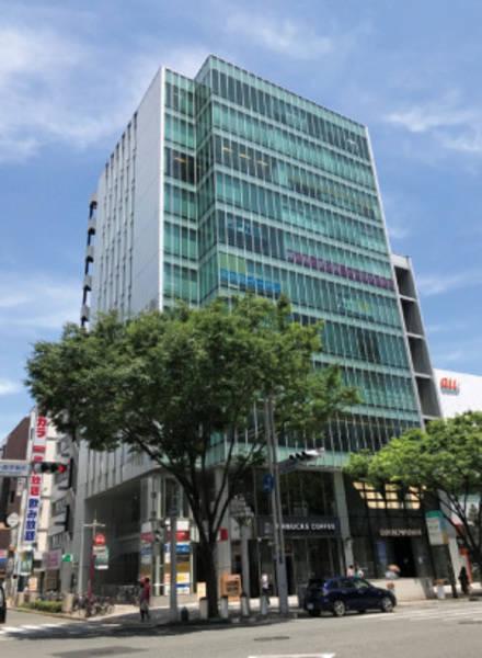 【栄駅から徒歩1分】スタバやクリニックが入っているキレイなビル8Fにあります。