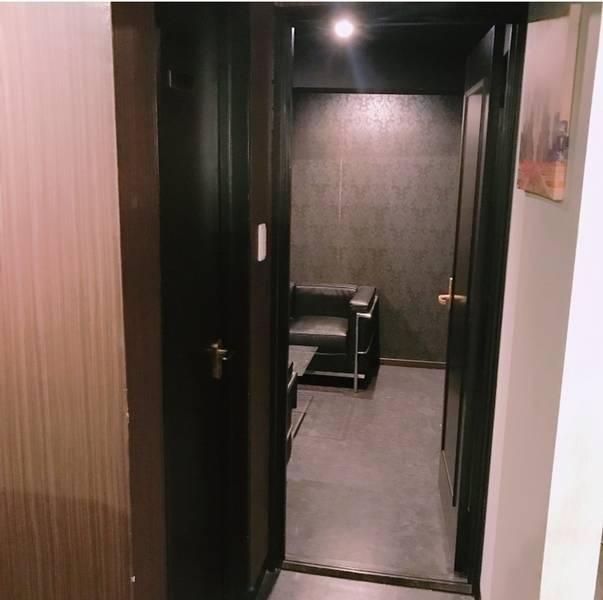 【完全個室利用3000円】モデルの動画配信でも使われるオシャレカフェスペースの個室の写真