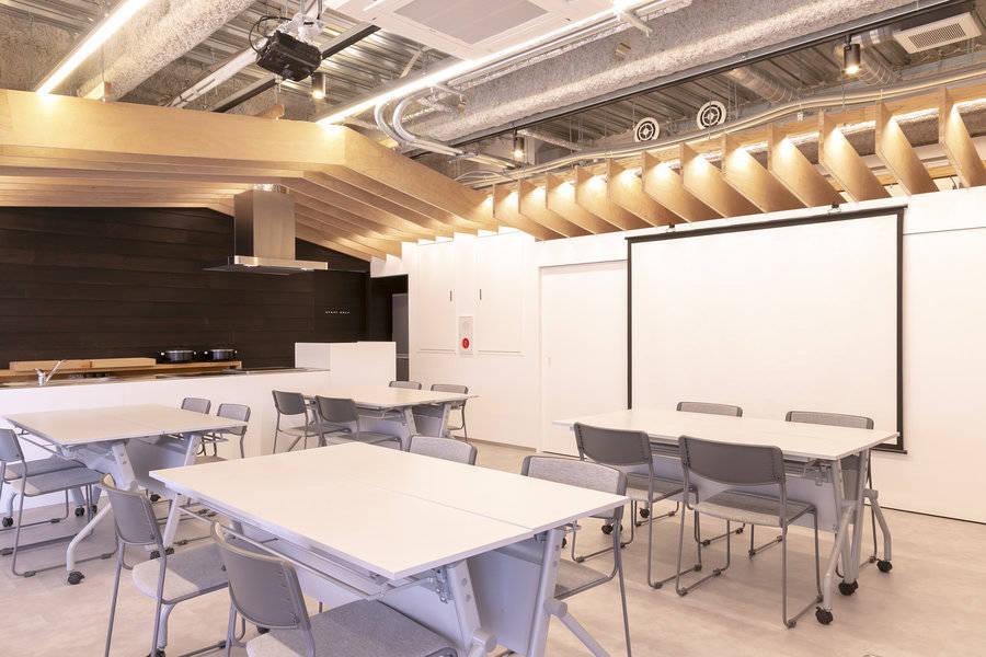人気の福岡市天神・大名エリアでアクセス抜群!セミナールーム、会議、研修、ワークショップ、パーティーなど様々な用途でご利用可能です!
