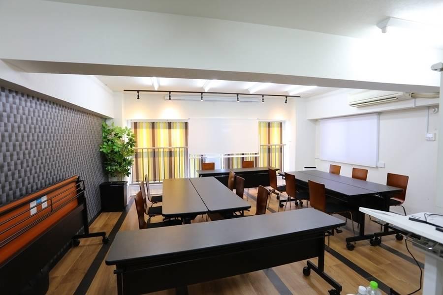 オープン価格!!名古屋駅徒歩5分の好立地!通常24名、プラス椅子4つ最大28名収容可能☆コンビニ、居酒屋共に徒歩30秒