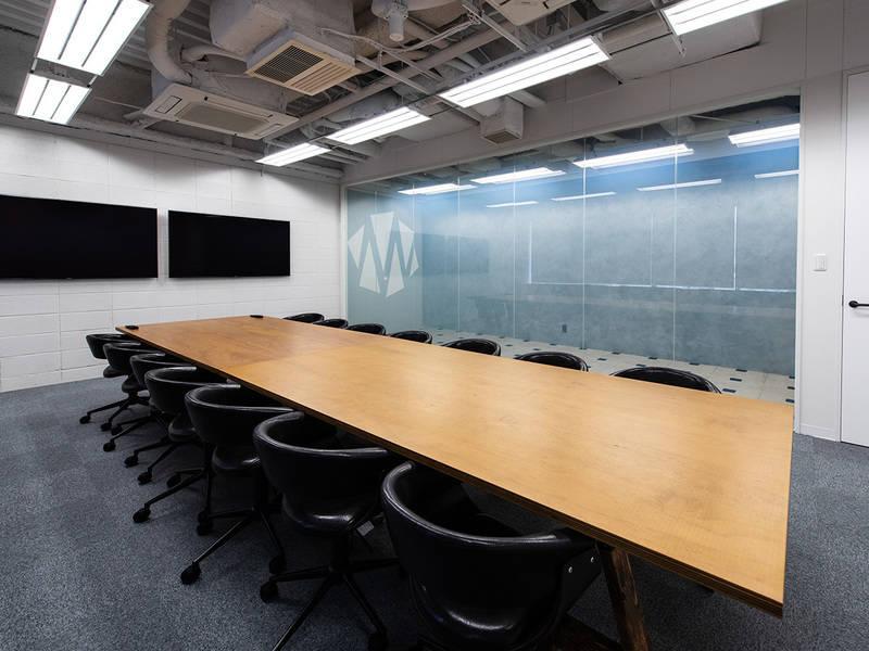 【六本木・乃木坂】セミナー・ミーティング用会議室(37平米・12〜20名収容)