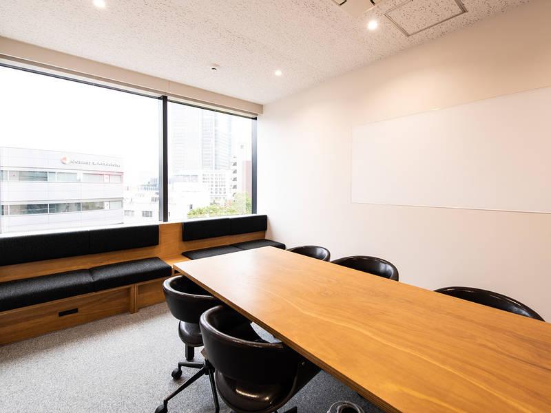 【六本木・乃木坂】ミーティング用会議室(16平米・6〜10名収容)