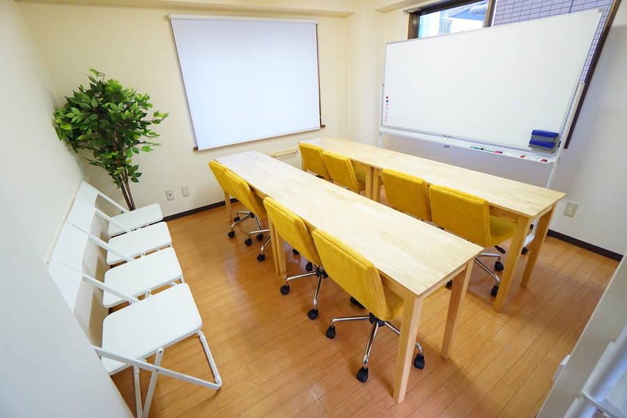 <コルク会議室>⭐️12名収容⭐駒込駅より徒歩3分♪wifi/ホワイトボード/プロジェクタ無料