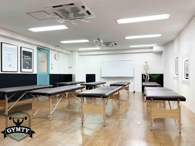 【西梅田駅徒歩3分】貸会議室(41㎡ 着席24名)WindowsPC プロジェクター WiFi使用無料