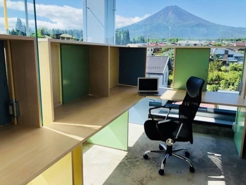 【富士山駅から徒歩5分】富士山の麓にあるコワーキングスペース anyplace.work 富士吉田「ワークデスク プラン」