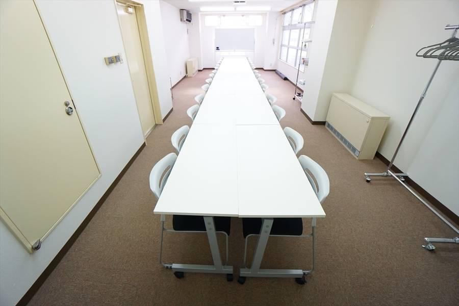 <ロゼッタ会議室>⭐️32名収容⭐️すすきの駅より徒歩10分♪Wi-Fi/ホワイトボード/プロジェクタ無料