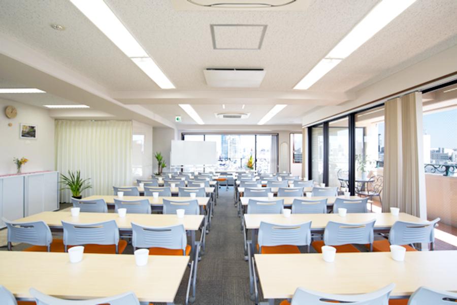 【料金大幅値下げ!】飯田橋・神楽坂 土日祝日は7000円/時(税別) 50名まで。各種セミナーには明るく眺めのいい空間でいかがでしょう?! レイアウトも自由自在で多様なシーンにご利用いただけます。各路線のアクセスも便利です!