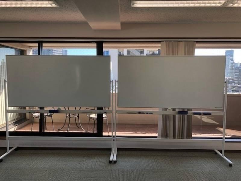 【神楽坂/飯田橋/平日3~7時間まで】コロナウィルス対策中! 通常50名規模のお部屋ですが10~20名程度でのご利用がお勧めです。 平日3~7時間料金 ¥4000/h 3方面の窓が解放でき、通気性は抜群です。 研修や会議を解放感のある空間でいかがでしょうか? 複数の路線から徒歩圏内でアクセスも最高です!