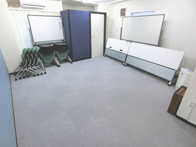 東新宿駅から徒歩1分♪充実の備品とゆったりとした快適スペース!モニター、プロジェクター設置 / 最大12名収容<コミノバ東新宿>