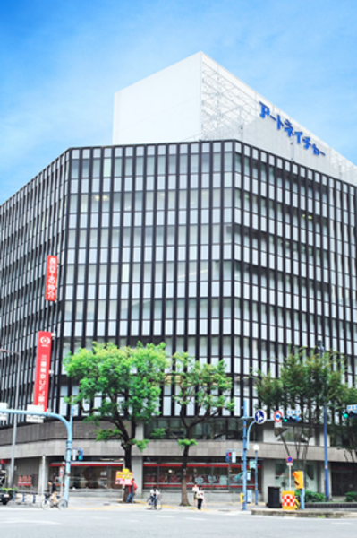 アットビジネスセンター大阪梅田の「ひとり会議室」 ※貸会議室の空室を利用したワーキングスペースです。