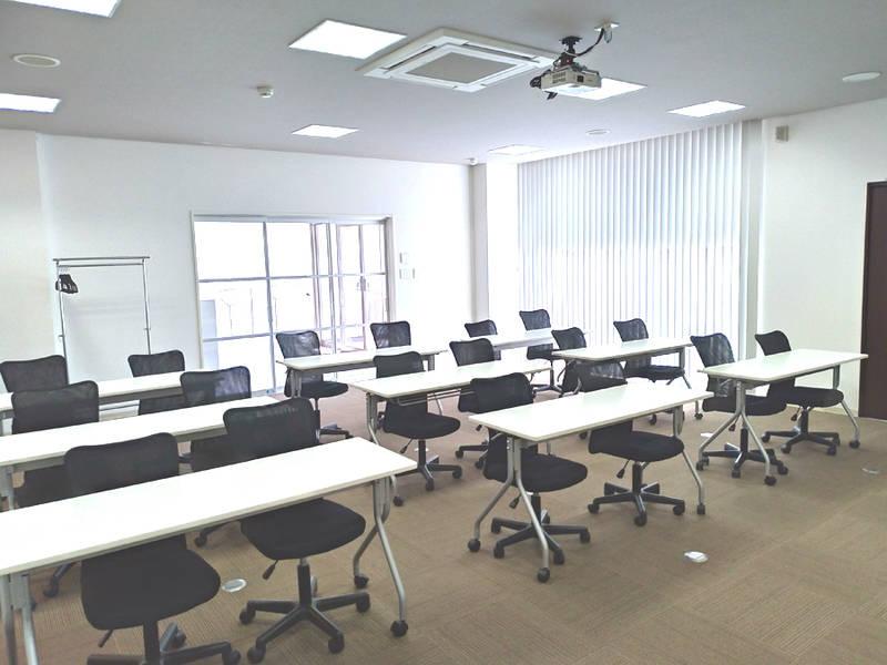 KANAERU塾(カナエル塾)貸し会議室|福井大和田エリア|無料駐車場・Wi-Fiも完備。会議・研修・セミナーなどに!