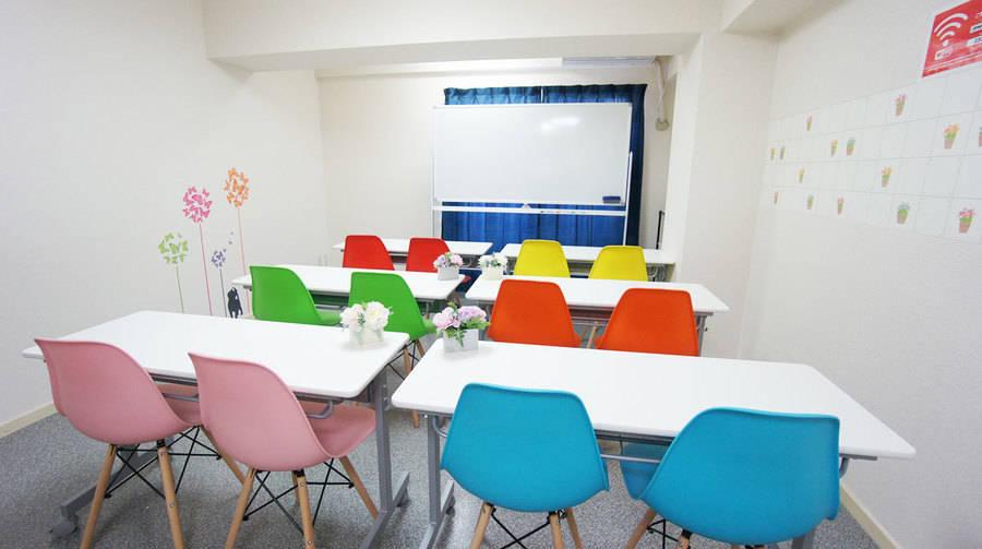 〈俺の会議室〉新千葉◆オープン特別価格!JR千葉駅西改札から徒歩3分!最大14名の会議室!無料WiFi/ホワイトボード完備!