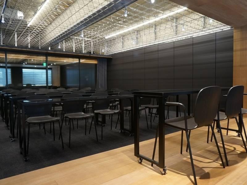 【東京メトロ上野駅3番出口から徒歩1分】完全貸切スペース最大30名入室!撮影、セミナー、イベント会場に最適!電源Wi-Fiあり(Lab Y)