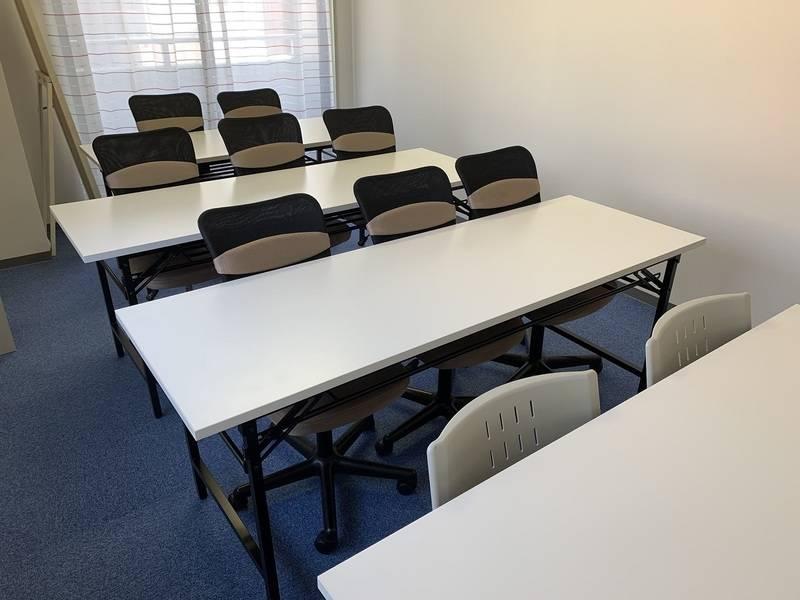 通常営業中/リピーター多数/換気が非常によい部屋です【東西線飯田橋歩30秒・JR飯田橋歩3分】目白通り沿い:テレワーク、サテライトオフィス、会議、ミーティング、ワークショップ、商談、面接、研修、勉強会、セミナー、女子会、自習、各種教室等に最適な完全個室スペース/その他着付けお稽古事にも対応可/高速度WiFi開通/液晶テレビ(32インチ)新品//室内照明LEDに交換+増設(今までの倍以上の明かるさです)