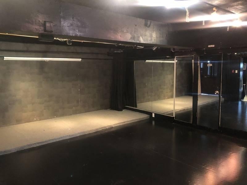 原宿駅竹下口から徒歩30秒!展示会、ギャラリーに最適!