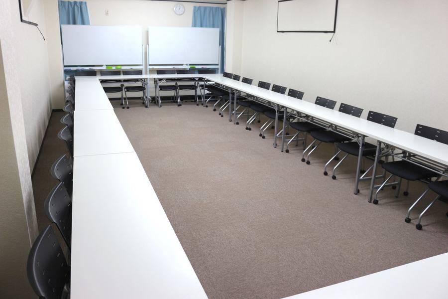 【新規OPEN!新宿三丁目徒歩4分】48人までの超格安会議室!ミーティング、レッスン、セミナー、オフ会など最適なスペースです。無線LAN ホワイトボード プロジェクター付【新宿駅徒歩圏内!】