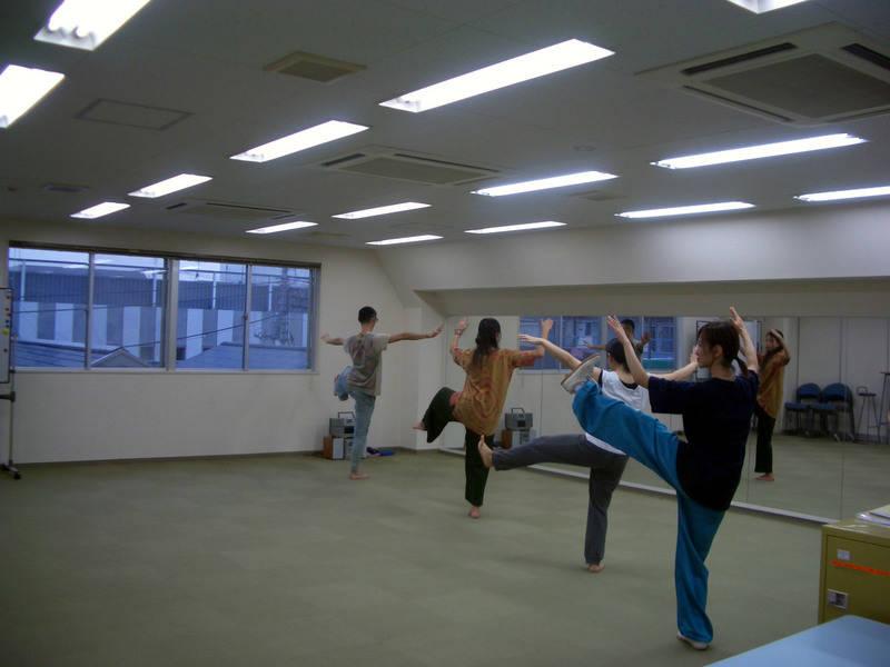 【吉祥寺駅・徒歩5分】自然光の入るカーペット敷きスタジオ。ヨガ、フラ、ベリーダンスなど裸足で踊るダンス