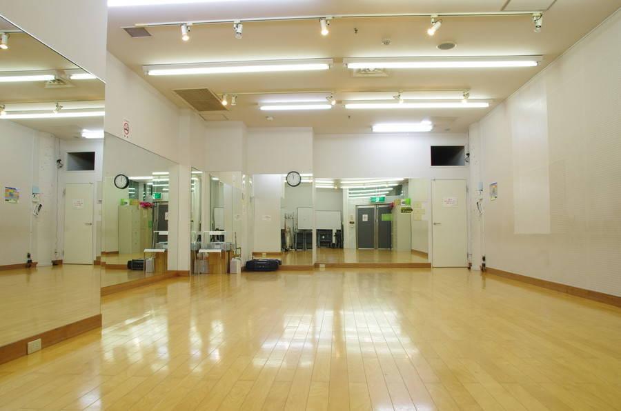 【吉祥寺駅・徒歩5分】天井高3m、横幅10m、クッションフローリングのダンススタジオ。ダンスレッスン、バレエ、エクササイズに
