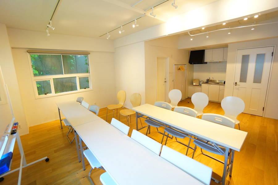 <ホワイト会議室>渋谷駅より徒歩5分☆18名収容☆Wi-Fi/ホワイトボード/プロジェクタ無料