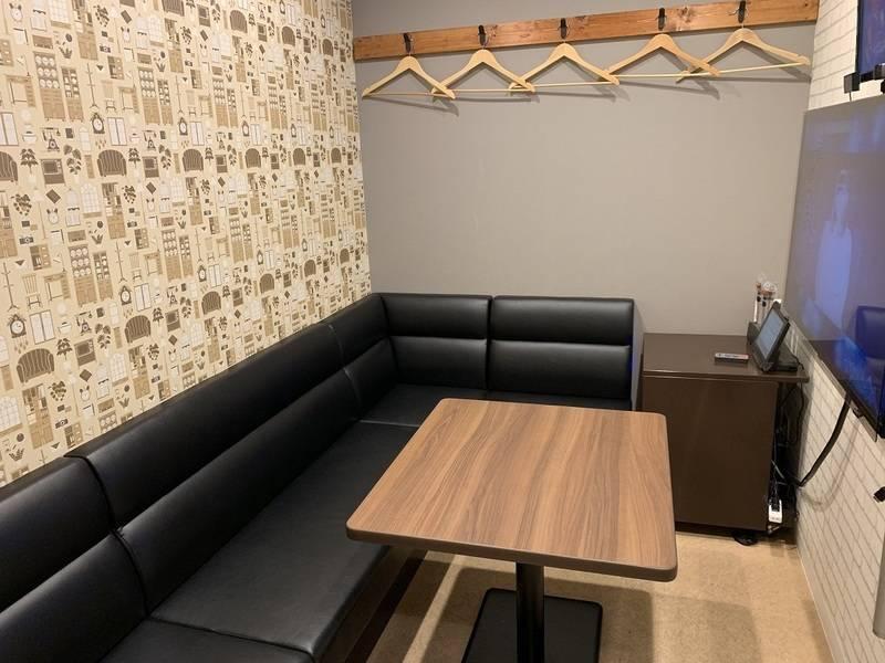 【全日1時間100円!新橋駅徒歩1分】5名用個室、Wi-Fi&モニター完備_802号室