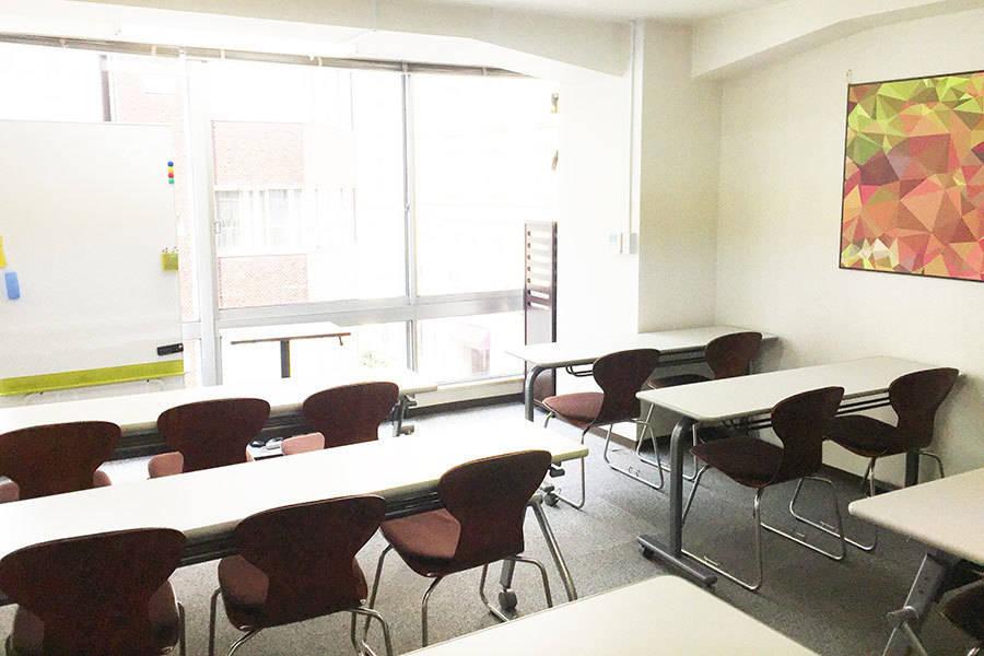 【NEWオープン】大きな窓で気持ちのいいスペース!プロジェクター&ホワイトボード無料貸出!