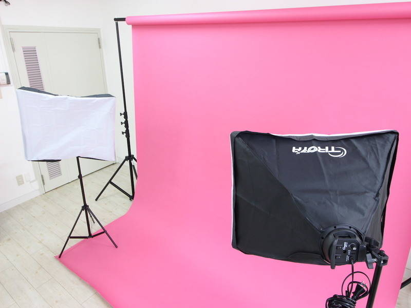 【カラー背景紙・白を基調とした室内の撮影スタジオ】仙台協立第1ビル 4-7会議室