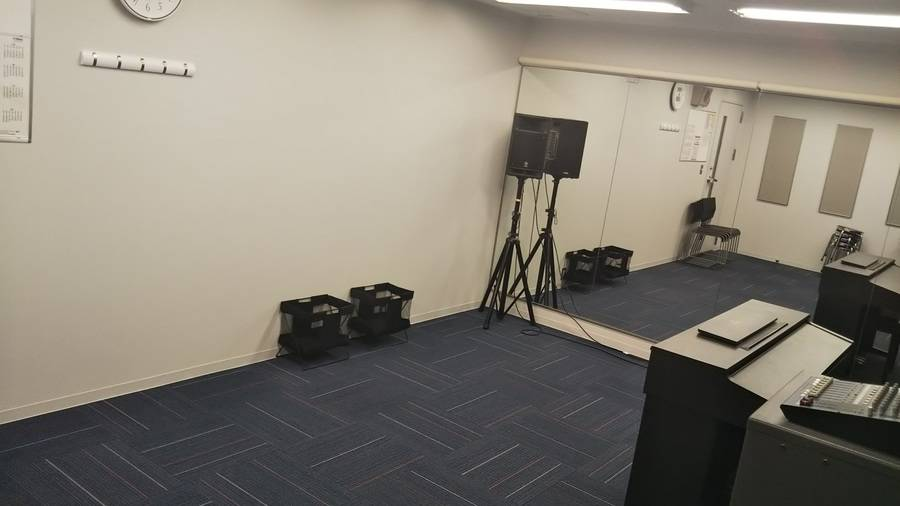 【梅田駅徒歩2分】ヤマハの音楽練習室 ~管楽器のグループ練習に・歌の練習に~ROOM1
